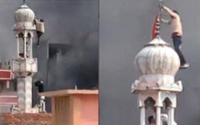 Delhi mosque set on fire